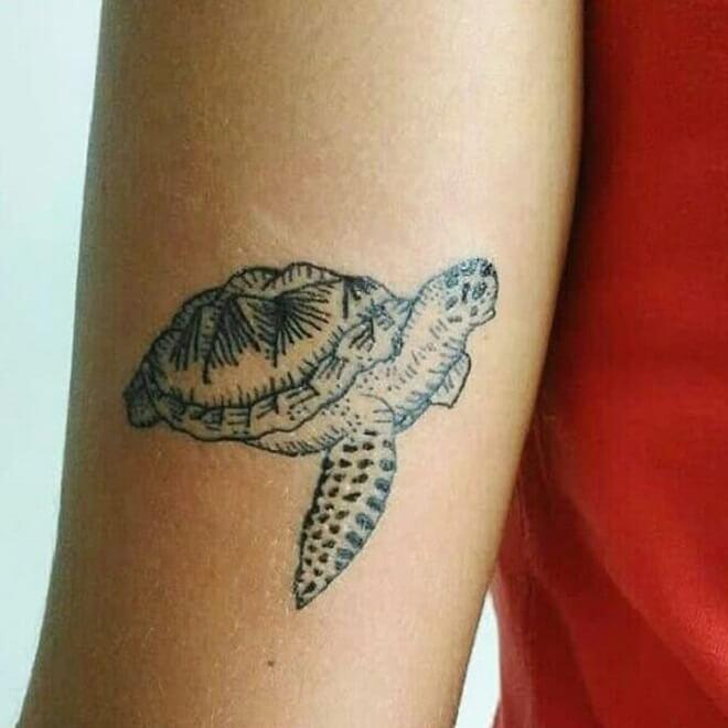 Hand Turtle Tattoo