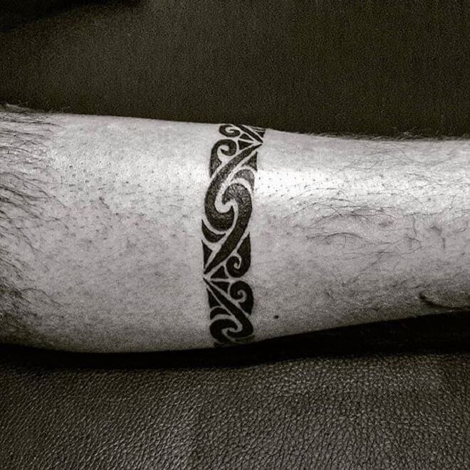 Line Maori Tattoo