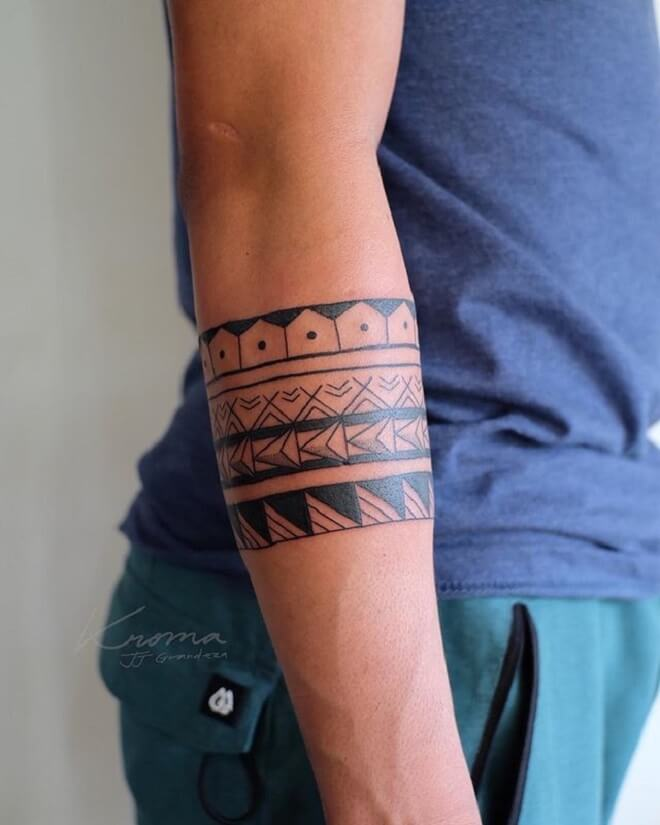 Beautiful Armband Tattoo