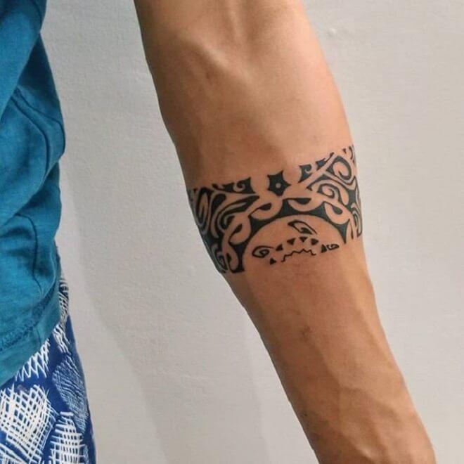 Stunning Armband Tattoo